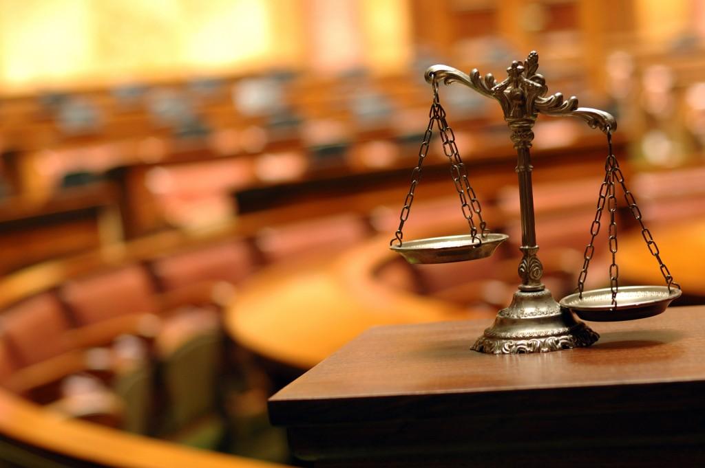 Grave: habría presiones sobre la Corte Suprema para favorecer a grupo de farmacias